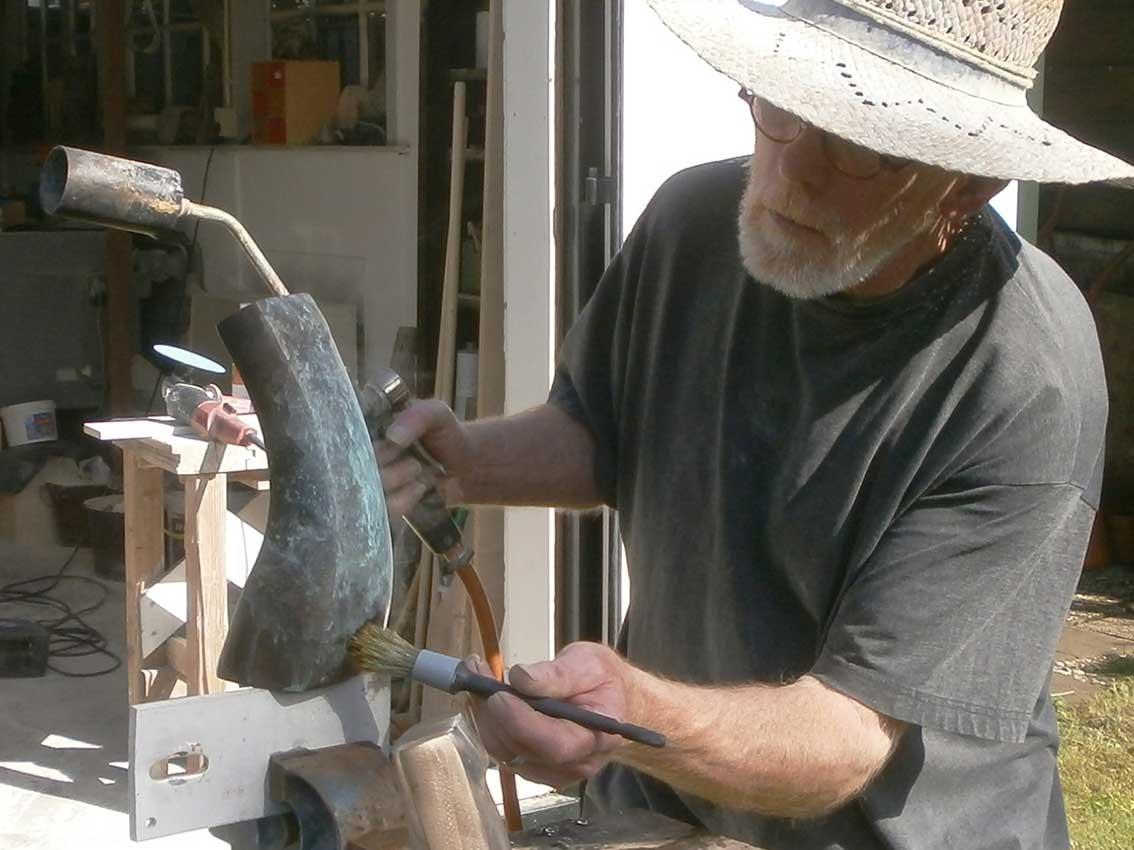 Michiel Linders - beeldhouwer patineert bronzen beeld